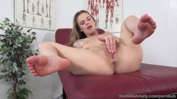 Jillian Janson Makes Her Pussy Pulse as She Cums