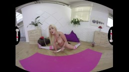 VR stretching with Daisy Lee